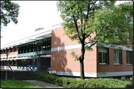Dienstgebäude Moosweiher, Eingang