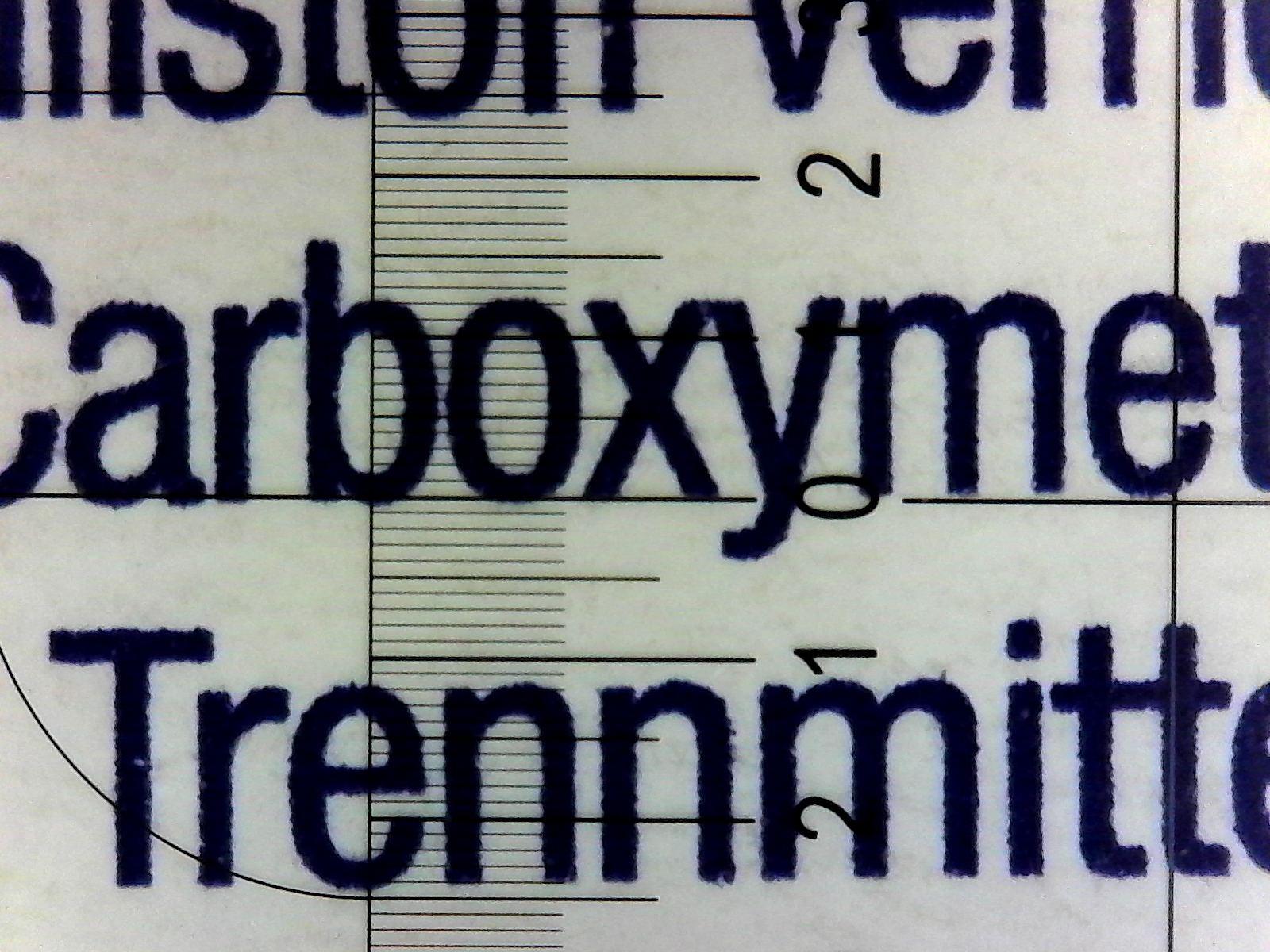 Beispiele für Mikroskopaufnahmen von Verpackungen. In den vorliegenden Fällen entsprach die Schriftgröße den geforderten 1,2 mm.